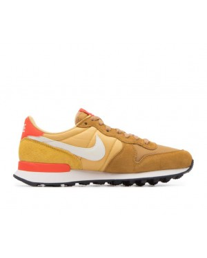 828407-207 Nike Dames Internationalist - Muted Bronze/Wit-Wheat Goud