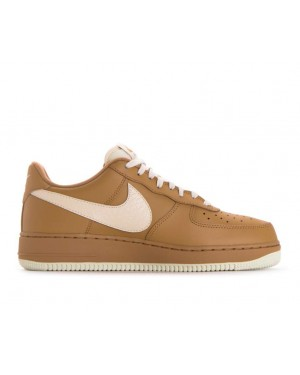 823511-703 Nike Air Force 1 '07 Lv8 - Goud/Light Cream