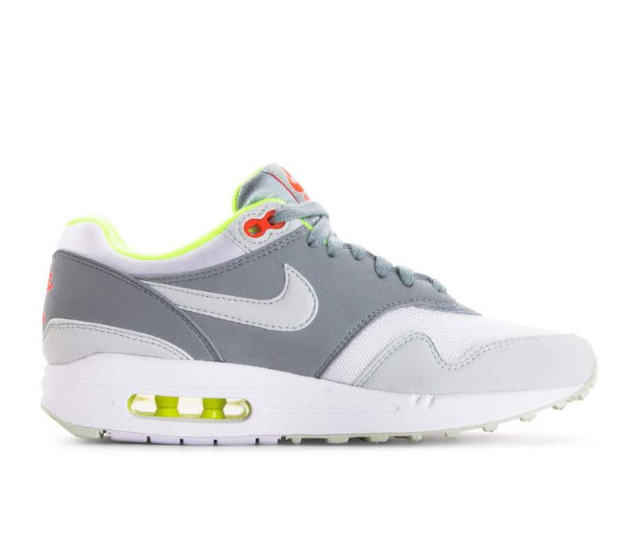319986-107 Nike Dames Air Max 1 - Wit/Grijs/Light Pumice/Volt