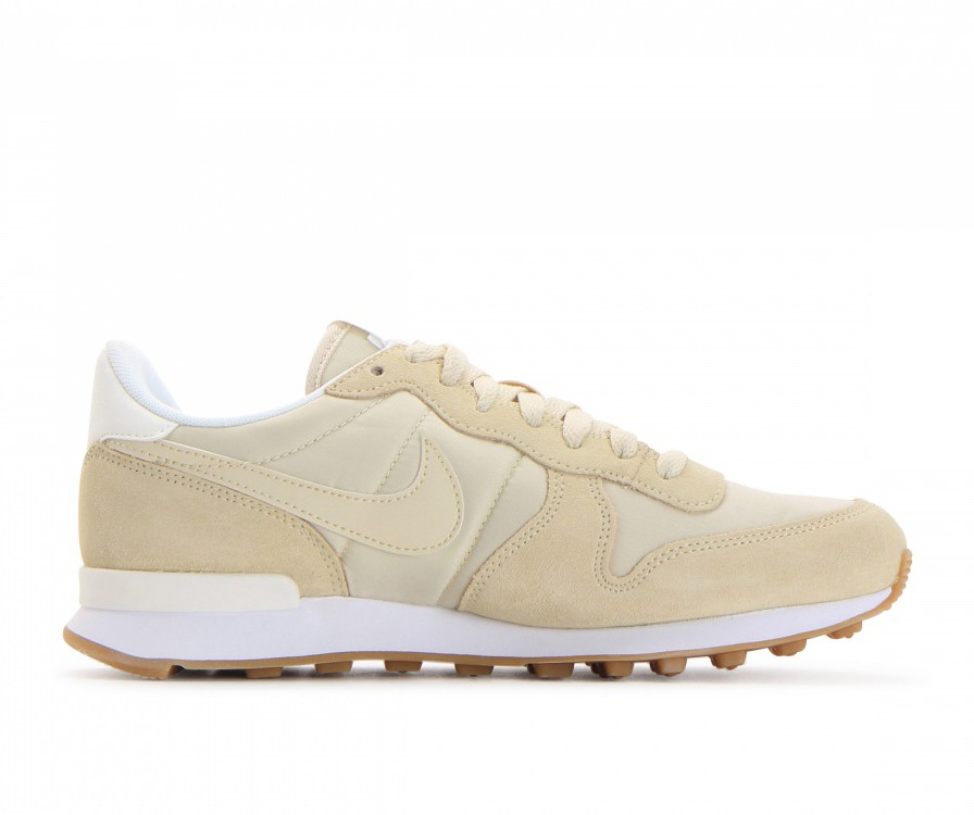 828407-206 Nike Dames Internationalist Schoenen - Fossil/Sail/Sail/Wit