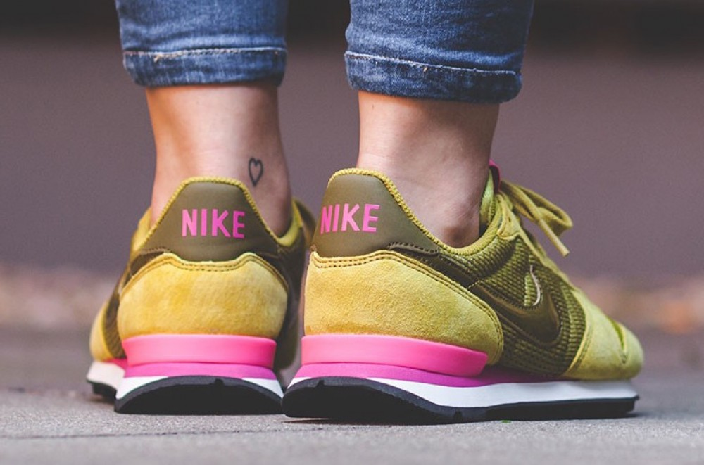 nike internationalist roze geel